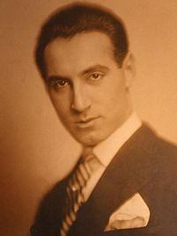 Jean Moscopol (n. 26 februarie 1903, Brăila - d. 1980) pe numele său real Ioan Moscu a fost un cântăreț român de muzică ușoară ce s-a făcut cunoscut publicului în perioada interbelică.