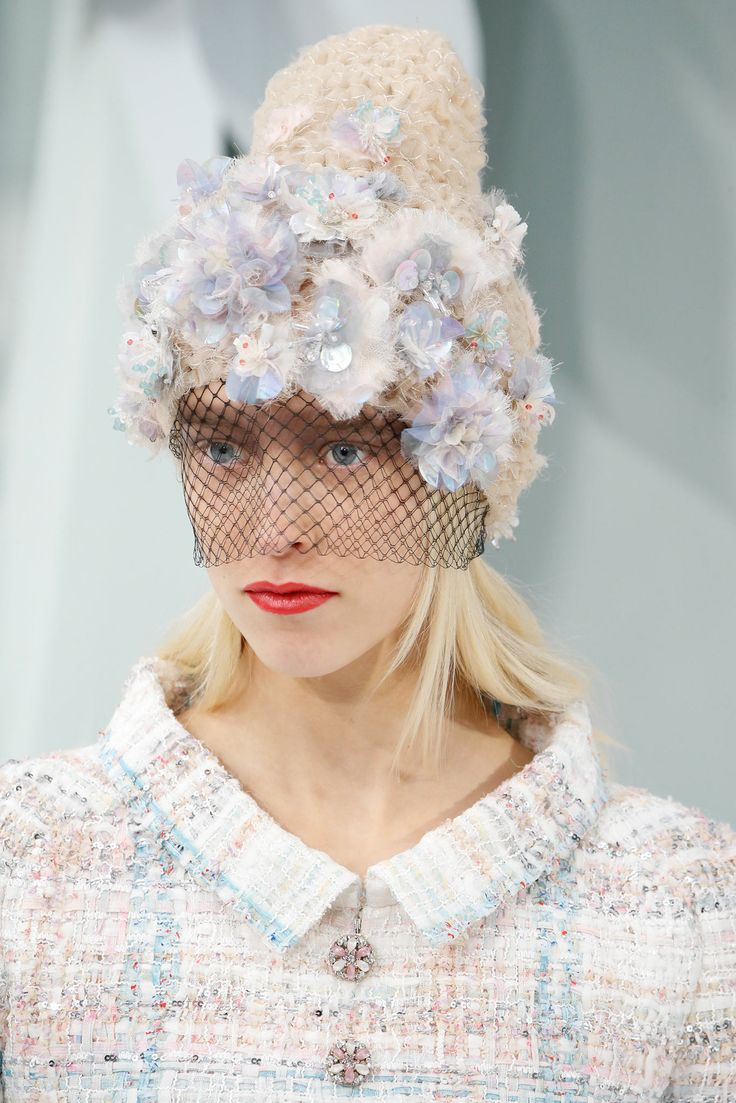 A winter toque sprouts flowers and a veil! Chanel - Spring 2015 Couture - Look 63 of 151