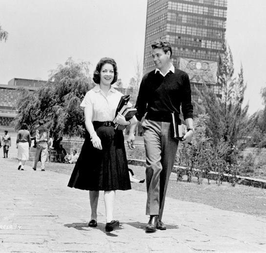 """Maricruz Olivier y Héctor Godoy en el México idílico de inicio de los años sesenta retratado en """"TERESA"""".-1959"""