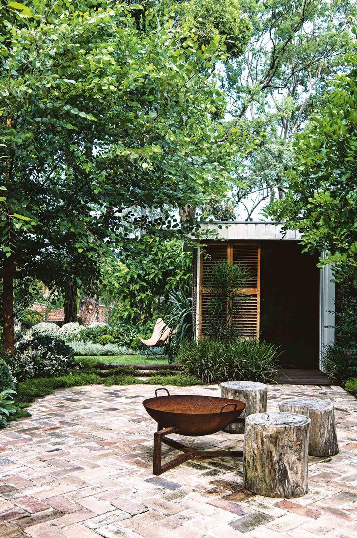 Insideout magazine. Garden Cubby house