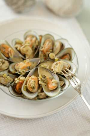 Ouzo-steamed mussels make a perfect meze.