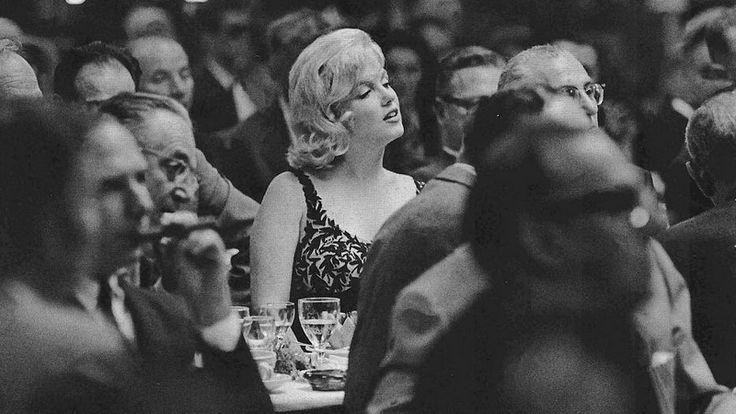 Мэрилин Монро слушает выступление Н. Хрущева. 1959 год.