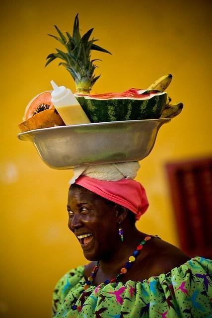 Y finalizamos nuestro viaje por Cartagena con esta hermosa imagen de la gente que nos enamora de esta linda ciudad: Las palenqueras…