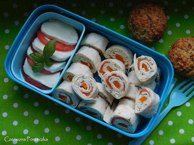 Czerwona Porzeczka: Roladki z tortilli z łososiem i zielonym ogórkiem