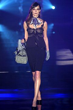 store outlet mall edinburgh indiana Julien Macdonald Autumn Winter 2004 5 Ready To Wear