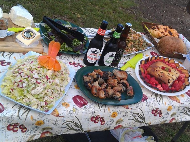 Hiking in Victoria's High Country | Hedonistic Hiking - Typical High Country picnic food at lunchtime