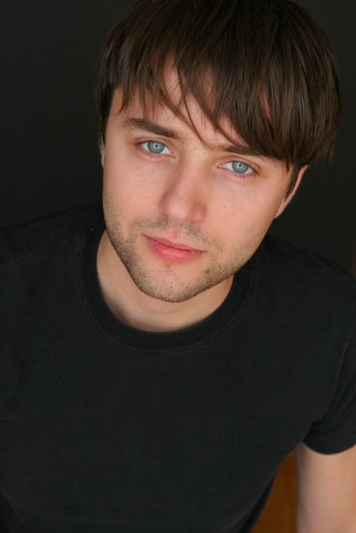 vincent kartheiser...his eyes are hot.