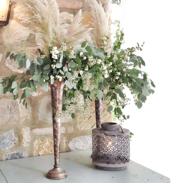 Simple and organic floral arrangement