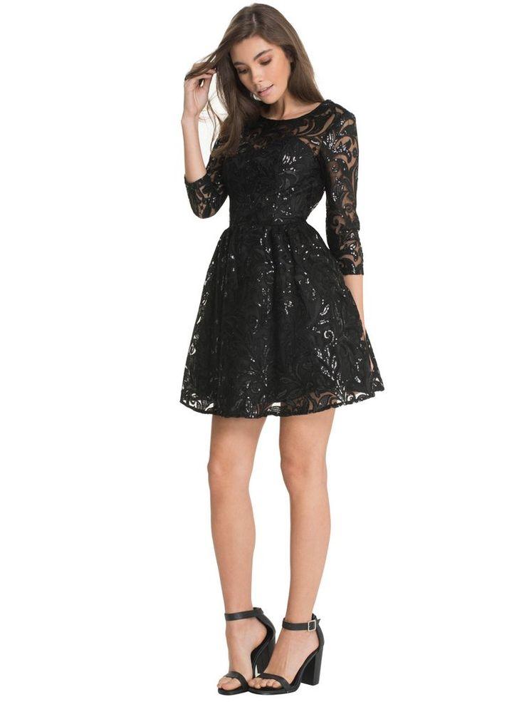Vestido de fiesta negro en encaje y lentejuelas.