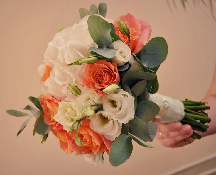 Букет из коралловой розы, гортензии, эустомы и любимого эвкалипта