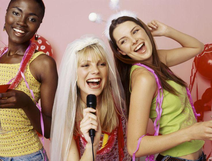 La mariée a dit « non » aux déguisements, aux strip-teaseurs, et aux jeux débiles. Bon alors, il nous reste quoi, pour son enterrement de vie de jeune fille ? Pas de panique : on vous propose 20 bons plans... garantis sans costume de bunny !