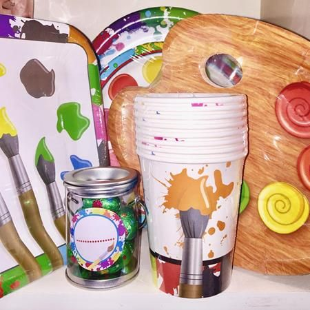 Who's got children who love to paint and get covered in fun? Aka mess to us adults? Check out our art party range of tableware and decorations for a budding artists birthday! We got these little treat jars/paint pots they're new in today!! 🎨 🎉🍭🍬  http://partyworld.co.nz/art/11220-art-party-paint-pots-.html