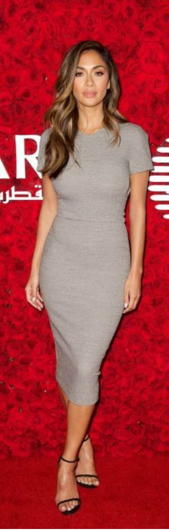 Who made Nicole Scherzinger's black sandals and gray short sleeve dress?