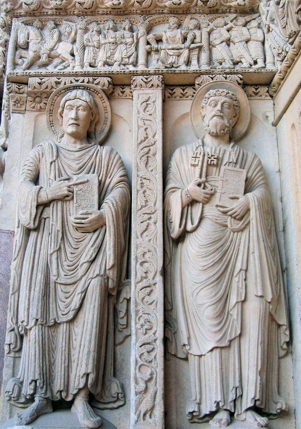 San Trofimo. También encontramos escenas bíblicas como el bautismo de Jesús, la matanza de los inocentes, los pastores con sus rebaños, la adoración de los Reyes Magos y la Anunciación.