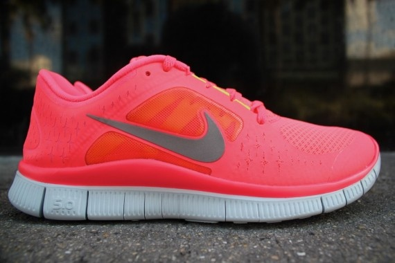 Coveting these Nike Free Run+3 shoes!Women Running Shoes, Pink Nikes, Nike Free Running, Cheap Nike, Neon Colors, Hot Punch, Nike Shoes, Nike Free Runs, New Shoes