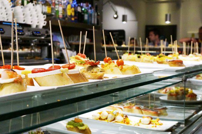 Cinq très bonnes adresses pour manger à Barcelone : bars à tapas, restaurants et stand à churros.
