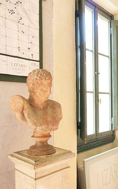 """Il panorama e la natura che la circonda, l'importanza storico-artistica del luogo, la struttura architettonica, gli arredi antichi e le collezioni d'arte che contiene; tutto questo sommato insieme fa davvero della LIZARD una scuola unica al mondo. È la """"vostra"""" scuola; amatela e rispettatela; l'abbiamo meticolosamente restituita al suo antico fascino perché foste orgogliosi di frequentarla. #sedelizard #fiesole #rispetto #orgogliosi"""