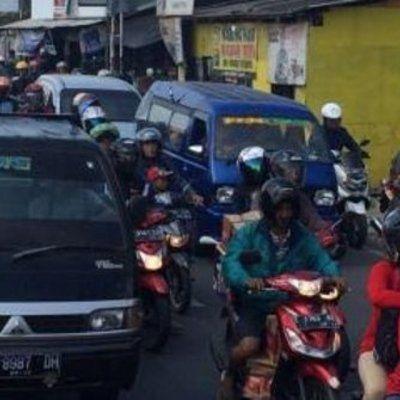 Arus Balik Hari Ini 35 913 Kendaraan Menuju Jakarta Lewat Pantura  Kepolisian Resor Cirebon Jawa Barat mencatat pada Sabtu pukul 00 00 WIB sampai 08 00 WIB sebanyak 35 913 kendaraan melewati jalur pantai utara mengarah ke Jakarta Namun arus lalu lintas dipastikan ramai lancar Readmore: http://babab.net/feed/ http://ift.tt/2twuTmb http://ift.tt/2tbcclP http://ift.tt/2tp9hsx