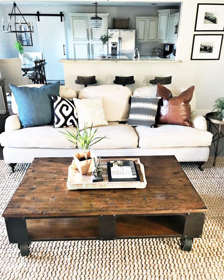 + living room // rustic & casual