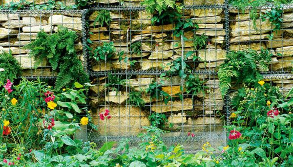 O gabião é uma estrutura metálica recheada de pedras, formando uma espécie de gaiola cúbica como um muro de arrimo. Ele possui diferentes funções em projetos de engenharia e arquitetura. Também conhecidos como cestões, gabiõespodem...