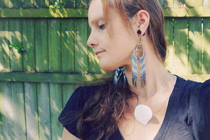 "Happy Friday! Today I'm sportin' all my own jewellery - a handmade porcelain leaf pendant and a pair of my new dangle drop long ""Night Owl"" beaded earrings. What creations are you working on today?  #handmadejewelry #NativeAmericanbeadwork #beading #jewelrymaking #earrings #earringsoftheday #earringaddict #artist #bohostyle #bohojewelry #fashionjewelry #customjewelry #spiritualjewelry #inspiredbynature #HandwovenbyChantal #nothingisordinary #Owls #ShopMadeit #AustralianCeramics…"