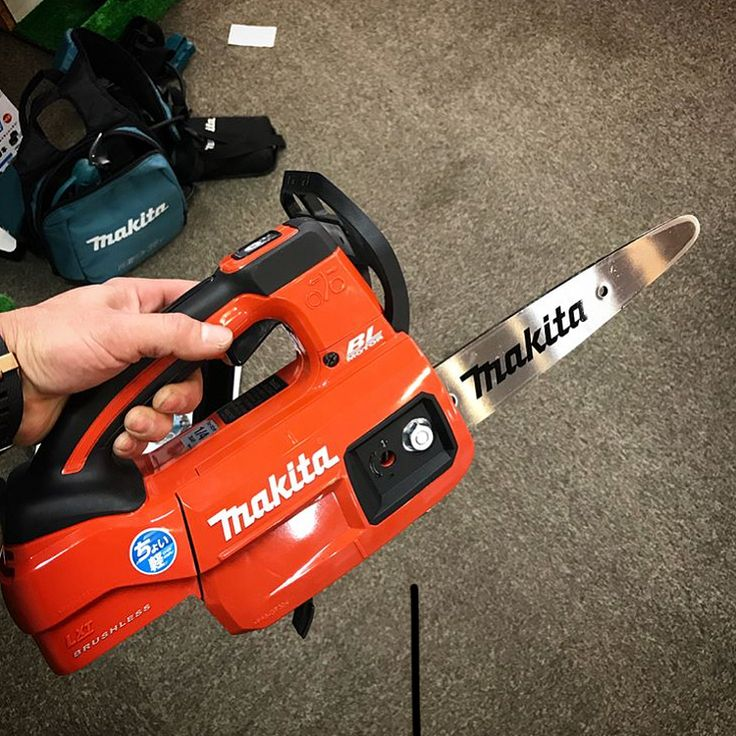 New version of the Makita 18v Chainsaw. Not available in the U.S. yet. . . . . . . #ToolPros #Tools #Tool #Podcast #hvac #plumbing #toolprospodcast #electrical #tradesman #skilledtrade #itunes #stitcher #podcastofinstagram #pros #bluecollar #brands #bcr #bluecollarroots #instagood #makita #makitatools #chainsaw #saw #wood #treetrim #treecutting #landscape #landscaping Pic from: @ginwashi