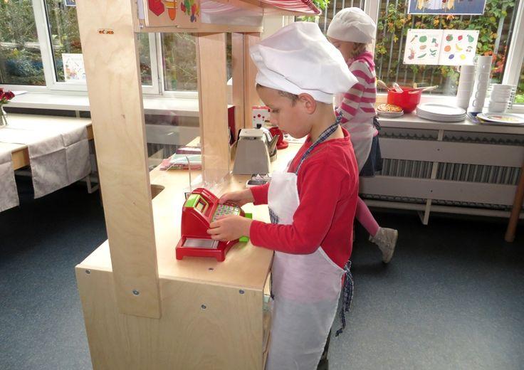 Tja, en dan de rekening van de maaltijd, thema restaurant voor kleuters, kleuteridee.nl