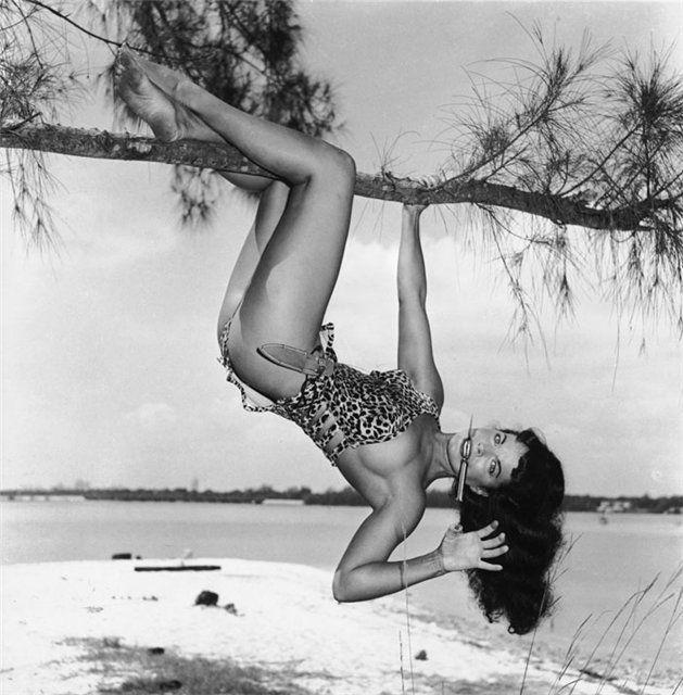 Бетти Пейдж, фото Банни Игер, 1954 год.