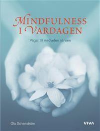 Grundboken i mindfulness. Förord av Jon Kabat-Zinn.Cd-skiva medföljer!Mindfulness är träning i att vara närvarande i nuet. Ett österländskt sätt att förhålla sig till livet som motverkar oro och stress. Mindfulness i vardagen är en efterlängtad introduktion till detta förhållningssätt som på kort tid blivit populärt i Sverige.Mindfulness i vardagen utgår Ola Schenström från vardagssituationer och beskriver hur vi kan lära oss att se dem på ett nytt sätt, tänka om och göra kloka val genom…