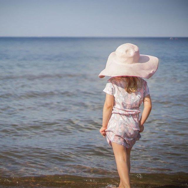 Summer time!  #Dress @nosweetkids #sealovers #balticsea #hat #girl #girlsstuff #girly #trojmiasto #Gdańsk #fotografiadziecieca #modadziecieca #blogparentingowy #summerphoto #summertime #summerfun