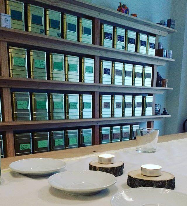Comparte tus momentos #condeduquegente con nosotros. @tevallegourmet  A punto de recibir a los #tealovers para la #degustación de #tés de #india #darjeeling #assam y #masalachai preparados para una #experienciasensorial que nos lleva a #oriente con sus #especias y #aromas  únicos... Encuentra tu experiencia en www.tevalle.com y ven a #vivirla. #felizfinde a tod@s!!! #teatime #conexion #naturalfood #naturelover #teaexperiences #peaceful #love and #tea #malasañamola #chamberi #condeduquegente…