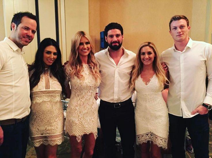 Christina El Moussa reportedly dating NHL player Nate Thompson Christina El Moussa is reportedlydating professional hockey player Nate Thompson. #FliporFlop #ChristinaElMoussa #EntertainmentTonight @FliporFlop