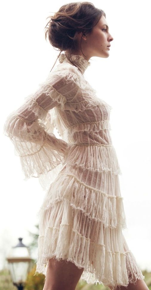 Fashion Editorial: Lace, White and Transparency