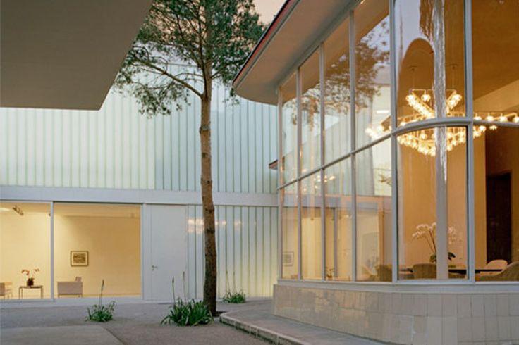 inspiration design  : berlin gas station repurposed transformed essence maison reno transformée design pill