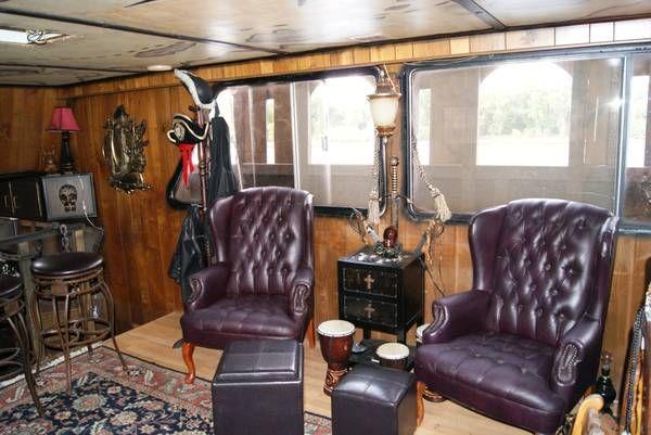 Un bateau pirate à vendre [video]   bateau pirate a vendre interieur 2