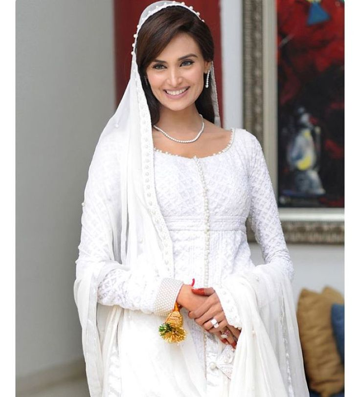 """We Absolutely Loved @imehreensyed's Nikaah Look. Simple"