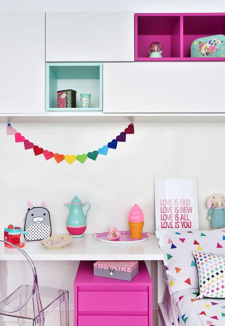 @amomooui em quartinho @mimootoysndolls. Quarto projetado para 2 irmãs, apostando nas cores pink e verde água. Cabana, brinquedos e outros itens decorativos da @mimootoysndolls. A MOOUI deu o toque final ao ambiente com lençóis TRI ROSA e TRI BRANCO, fronhas, almofadas e com o VARAL DE CORAÇÕES na escrivaninha. Produção @mixconteudo #candycolors #decoration #girlsroom #quartodemenina #home #quartodebebe #modern #beautiful #pink #archilovers #bedroom #decor #details #inspiration #interiors