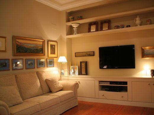Mueble fabricado forrando uno ya existente de pladur y acabado en mdf lacado. Igualando el tono de la pared.