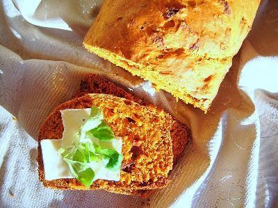 Chleb z suszonymi pomidorami z automatu