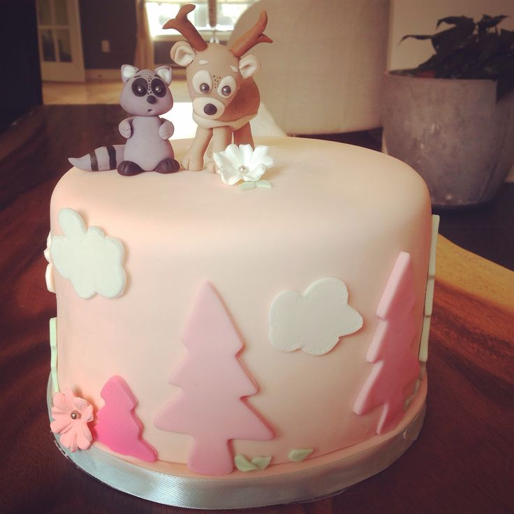 Woodland. Shower baby girl cake.