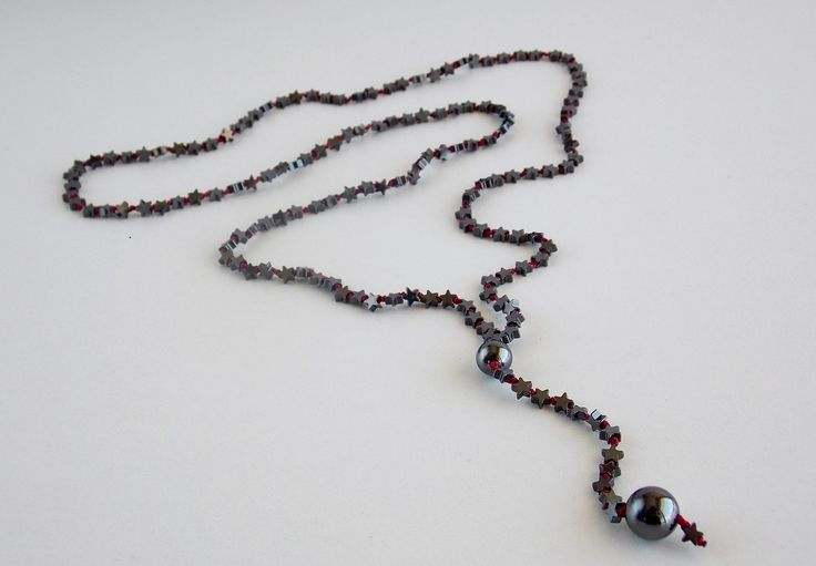 Rosary with stars of Hematite and two marbles of Hematite in fuschia thread - Price:40.00€