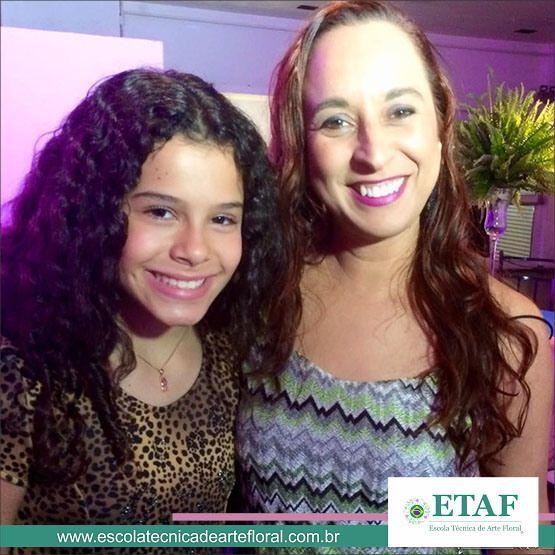 A atriz Gabriella Saraivah, a personagem Tati da novela Chiquititas do SBT com a Designer Floral e professora da ETAF Val du Arte.