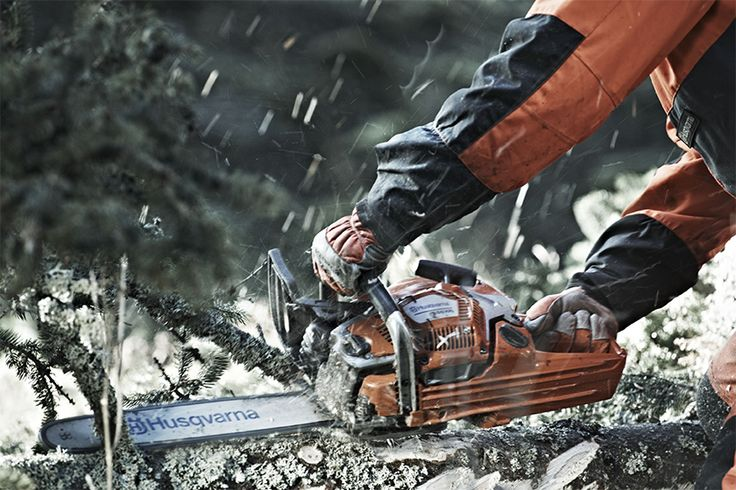 Husqvarna 550 XP® G is developed for tree care professionals and skilled land owners.