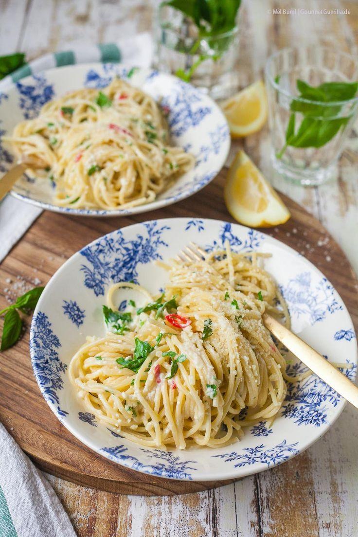 15-Minuten Zitronenspaghetti – total simpel, rasend schnell, umwerfend lecker. Und außerdem die tollste Pasta für den Früüühling.