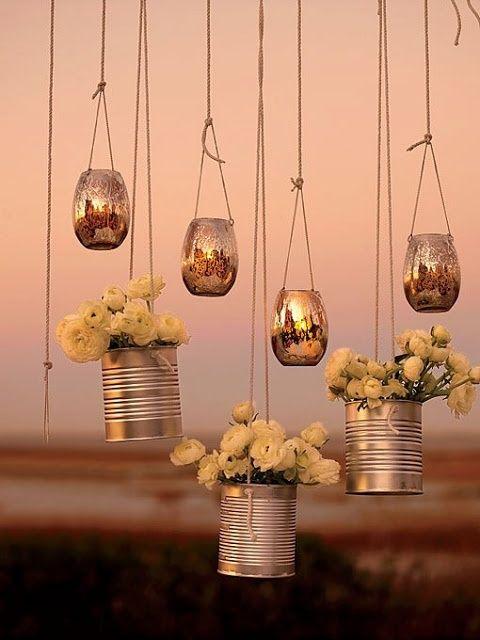 Te ofrecemos estas bonitas ideas de decoración con flores colgantes para que puedan estar en todas partes el día de tu boda.