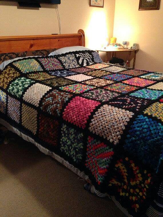 Cobertor aconchegante com simples quadrados de crochê