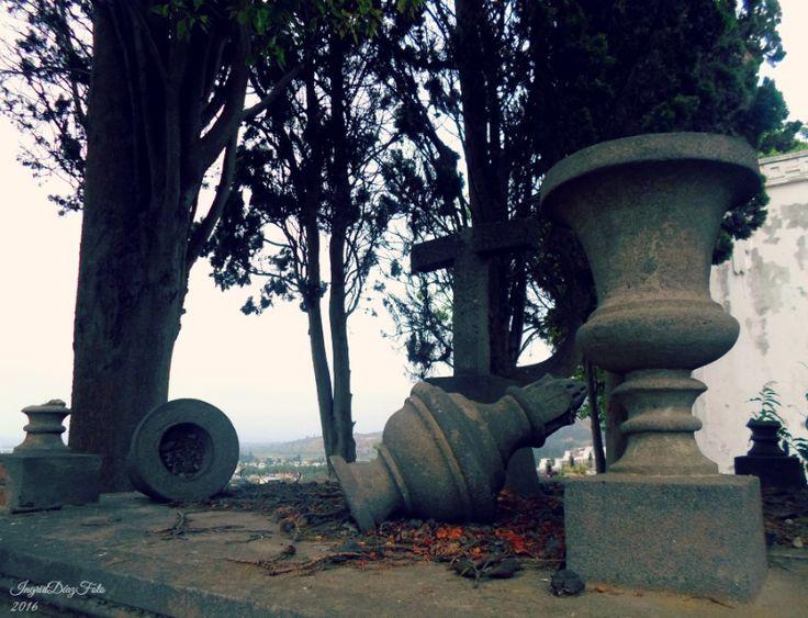 """Broken Art""   Cementerio Mayaca, Quillota"