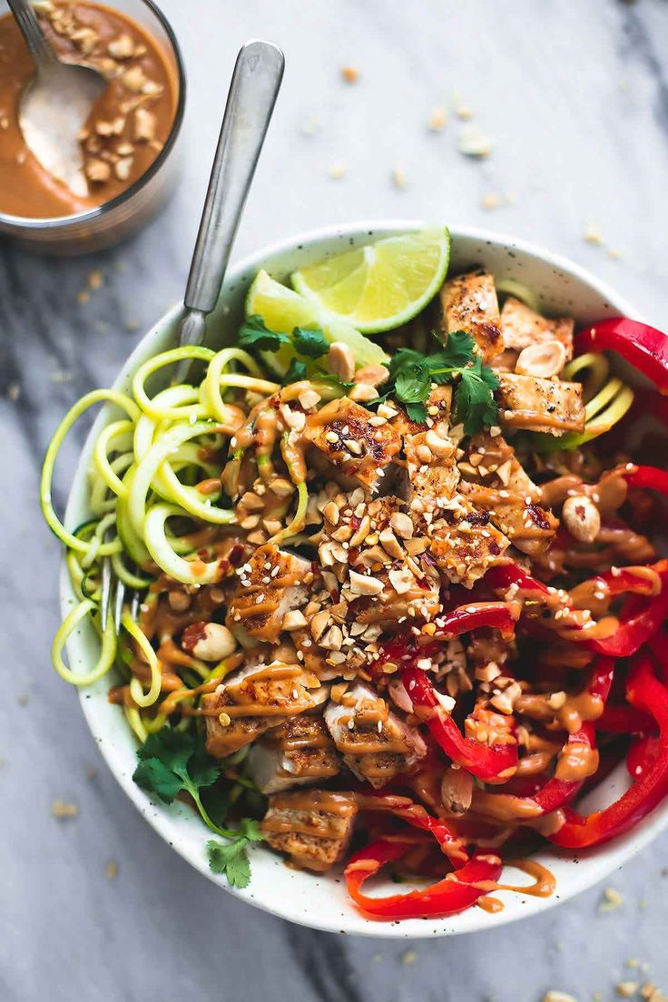 Thai Peanut Chicken & Zucchini Noodle Bowls | Creme de la Crumb