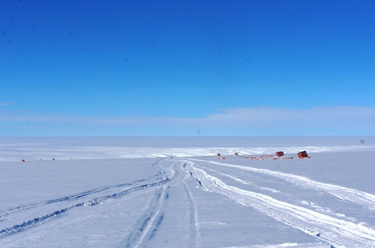 La inmensidad de la planicie antártica en la más austral de las Bases argentinas: Belgrano II.
