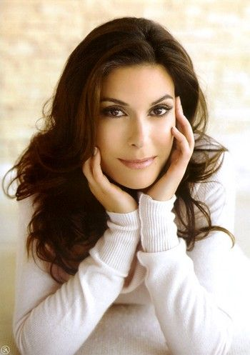 Teri HATCHER (born December 8, 1964) is an American actress, writer, presenter, singer, and former NFL cheerleader. She is known for portraying Lois Lane on the ABC series Lois & Clark: The New Adventures of Superman (1993–97), as Paris Carver in the James Bond film Tomorrow Never Dies, and as Susan Mayer on the television series Desperate Housewives (2004–12